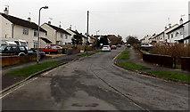 SU5290 : South along Edinburgh Drive, Didcot by Jaggery