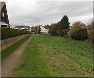 SO5012 : Path along the edge of Clawdd-du, Overmonnow, Monmouth by Jaggery