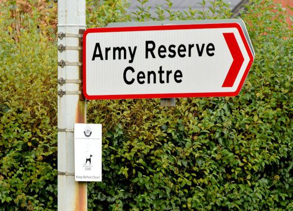 Red-bordered road sign, Belfast (December 2014)