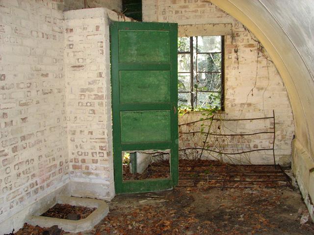 Hut 015 (interior)
