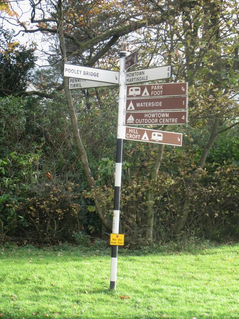 Direction sign at the crossroads east of Pooley Bridge