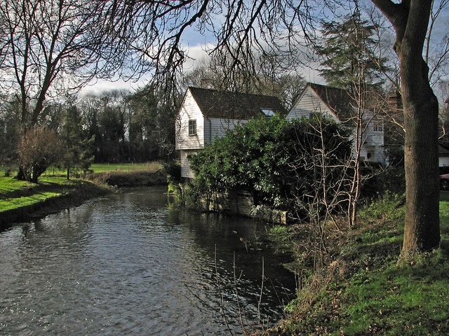 Great Shelford: millpond and cottages