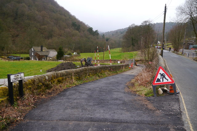 The road down to Lower Mill, Midgehole