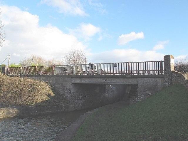 Road bridge below Hassall Green Lock