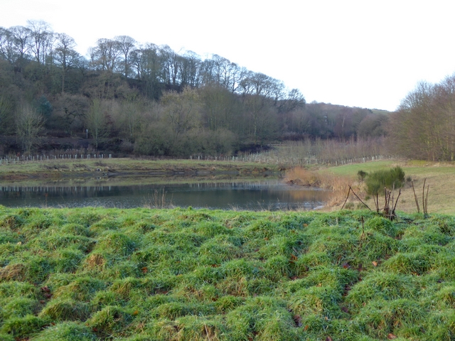 Old gravel pit at Farnley Haughs