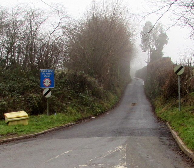 Width limit ahead on a minor road from Welsh Newton to Llanrothal