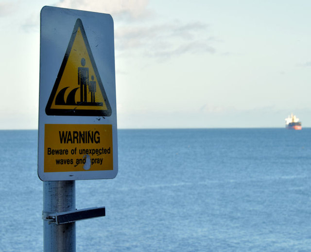 """Waves"" warning sign, Helen's Bay (January 2015)"