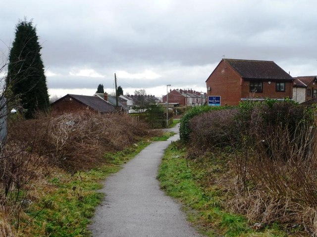 Halfpenny Lane entering Featherstone from the east