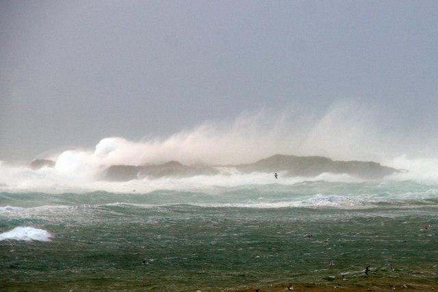 Waves hitting Lang Holm, Westing
