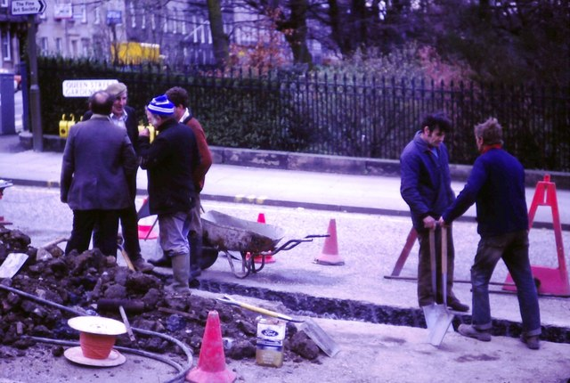 Road gang, Queen Street Gardens East (1983)