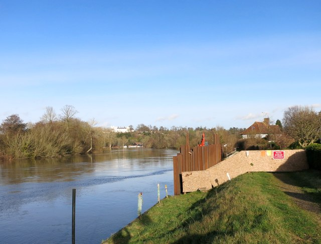 The Thames Path is Closed
