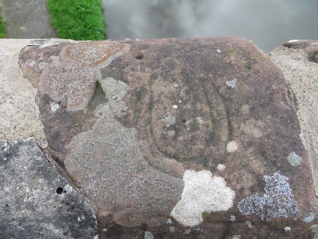 Carved horseshoe on Croughton Bridge #135