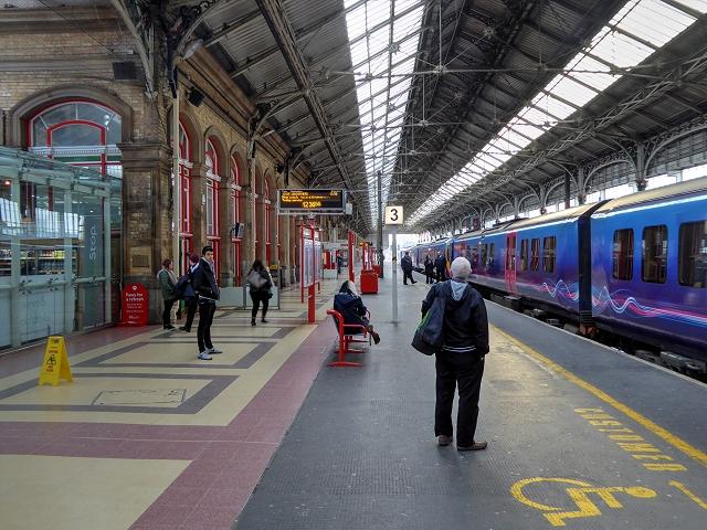 37bb3ec2ba Platform 3, Preston Railway Station © David Dixon :: Geograph ...