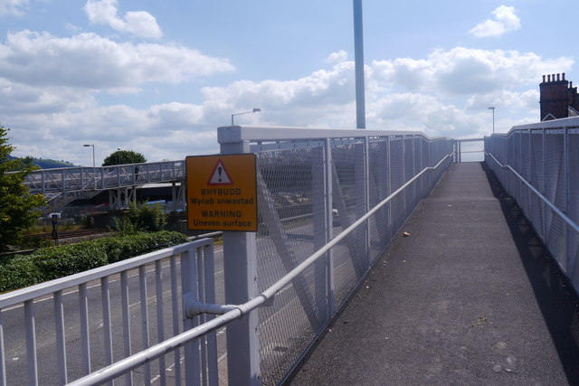 Footbridge over the A483 to the platforms at Welshpool railway station