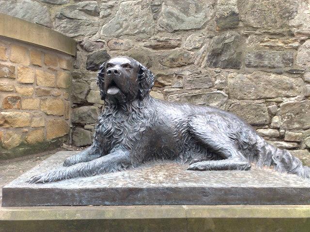 Edinburgh: bronze statue of Bum the dog