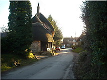 SU1872 : Thatched cottage, Ogbourne St. Andrew by Vieve Forward