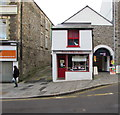 SO2800 : Annie's Sweet Shop and Salon Coco in Pontypool by Jaggery