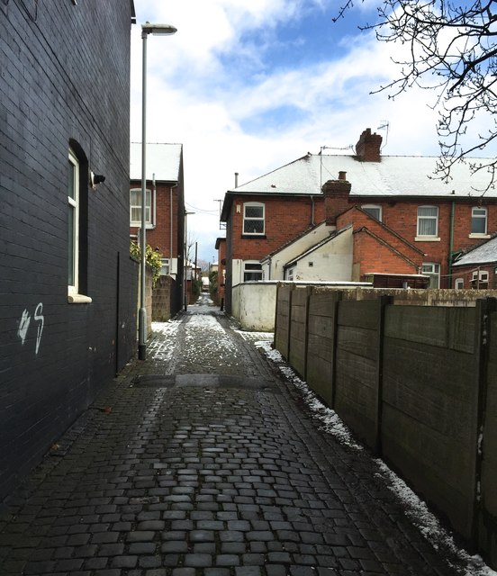 Hartshill: alley between Ashwell Road and Riseley Road