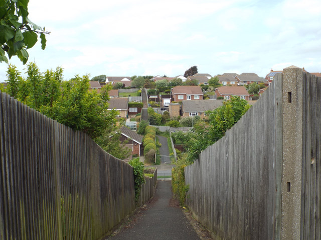 Footpath between Carlton Road and Clementine Avenue, Seaford