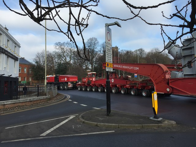 Newcastle-under-Lyme: escorted heavy load passes through Nelson Place