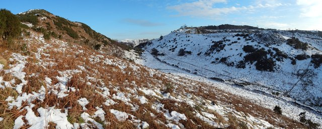 Between Dumbowie Hill and Dumbuck Quarry
