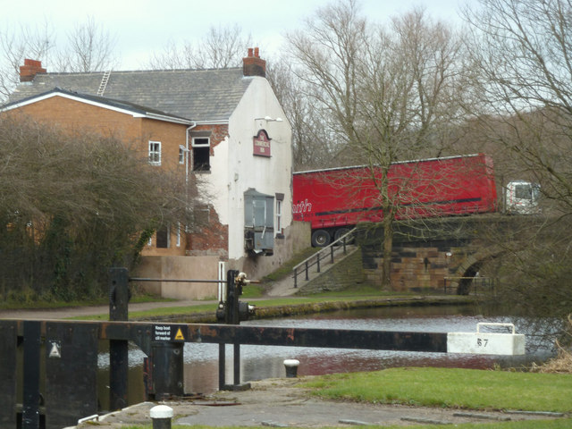 The Commercial Inn at Cale Lane Bridge from Lock 67