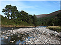 NN8493 : River Feshie at Carnachuin by William Starkey