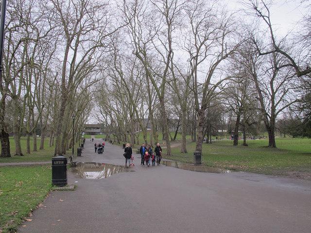 Crystal Palace Park: avenue