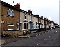 SU1585 : Houses on the south side of Ferndale Road, Gorse Hill, Swindon by Jaggery