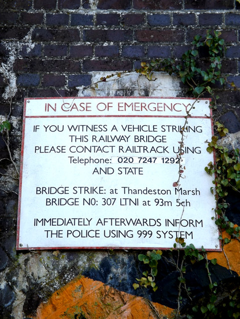 Arch Bridge sign on Mellis Road