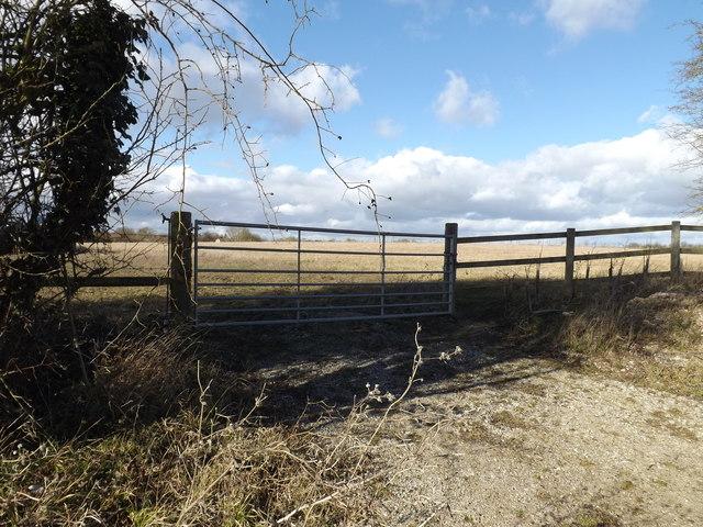 Field entrance off Mellis Road