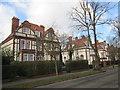 TA0730 : Queen  Anne  style  houses  Salisbury  Street by Martin Dawes