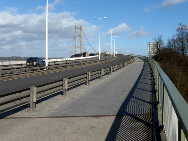 The south approach to the Humber Bridge
