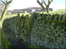 SE0722 : Blocked gateway alongside Elland FP100 by Humphrey Bolton