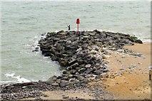 SZ2492 : A breakwater at Barton on Sea by Steve Daniels