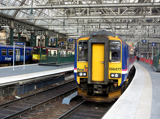 Class 156 DMU at Glasgow Central
