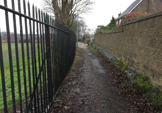 Newcastle-under-Lyme: path between Palmers Way and Palmers Green