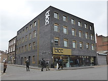 SP0687 : 'bloc' [sic] hotel plus random Geograph members by Chris Allen