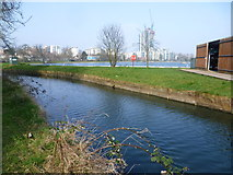 TQ3287 : The New River and Stoke Newington West Reservoir by Marathon