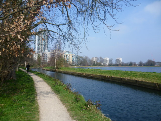 The New River by the Woodberry Down Estate