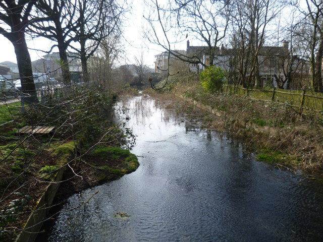 The New River looking towards Green Lanes