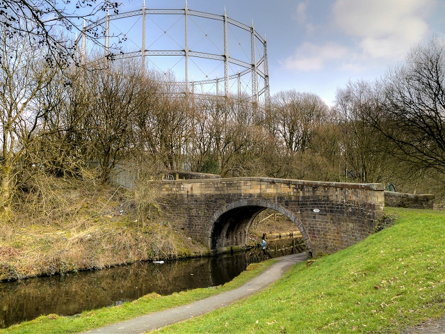 Leeds and Liverpool Canal, Clogger Bridge and Brierfield gasworks