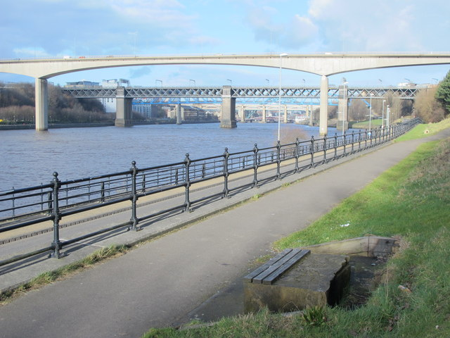 Path by the River Tyne upstream of the New Redheugh Bridge