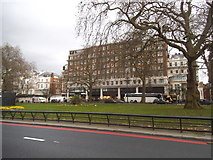 TQ2780 : Block on Park Lane, Mayfair by David Howard