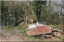 TQ2760 : London Loop footpath at Carshalton Road north of Woodmansterne by David Kemp