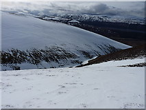 NN6681 : Steepening ground into Coire Ulleim by Richard Law
