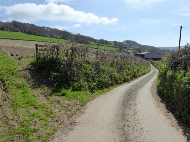 Road along the valley side to Stockers Farm
