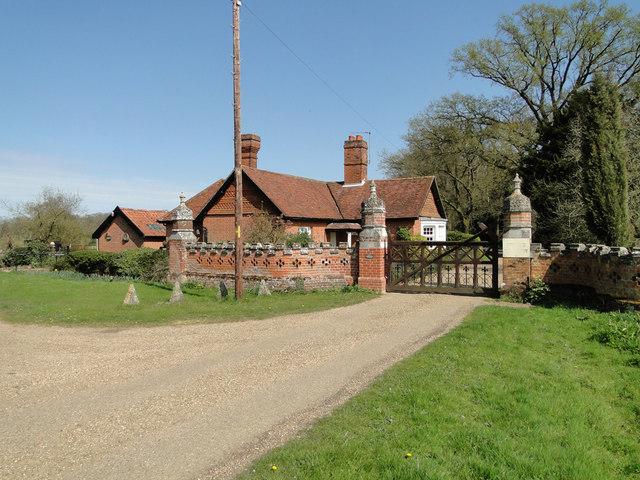 West Lodge, Thelveton Hall