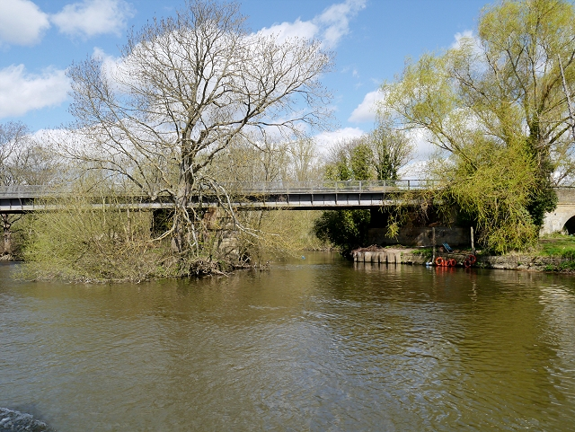 River Thames, Black Potts Railway Bridge