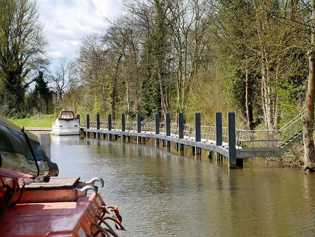 River Thames, Moorings for Romney Lock